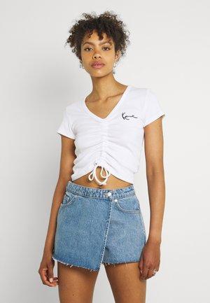 CHEST SIGNATURE CROP GATHERED TEE - Print T-shirt - white