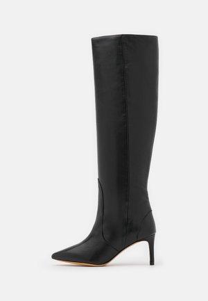 HYGIE - Vysoká obuv - black