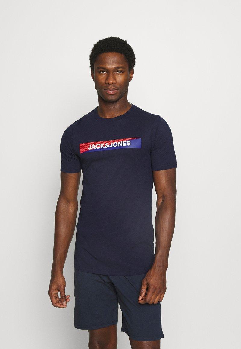 Jack & Jones - JACTREVOR TEE - Pyjama top - maritime blue