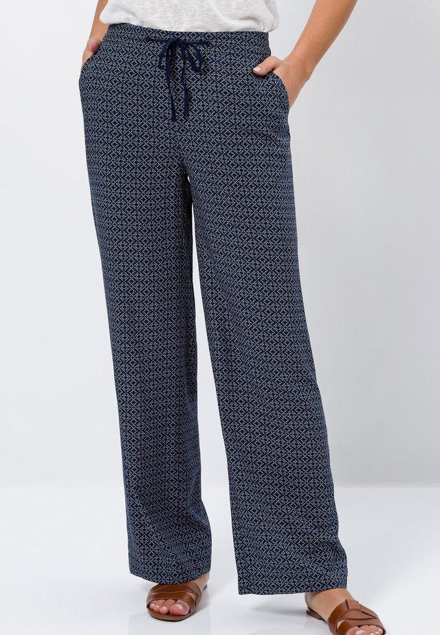 MIT DRUCK - Trousers - desert night blue