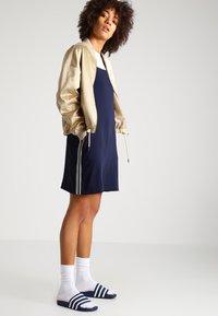 Urban Classics - Bomber Jacket - gold - 1
