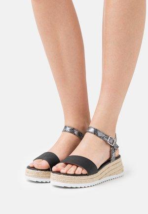 LYDIA - Sandály na platformě - plata