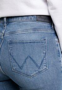 Wrangler - Slim fit -farkut - ice flow - 5