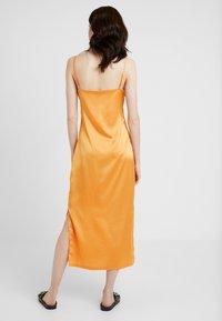Missguided Tall - CAMI SLIP MIDI DRESS - Robe d'été - orange - 2