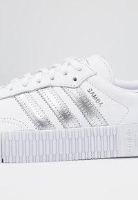 adidas Originals - SAMBAROSE - Baskets basses - footwear white/silver metallic/core black - 2