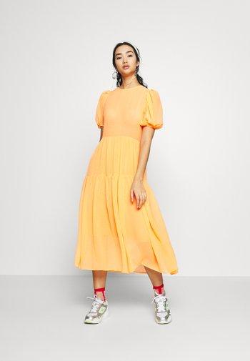 TIERED SHEER MIDI DRESS - Denní šaty - orange