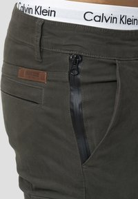 INDICODE JEANS - Cargo trousers - anthracite - 4