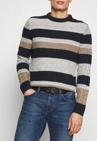 Calvin Klein Jeans - GYM CLASS MONOGRAM 35MM - Cintura - black - 1