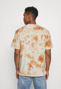 Karl Kani - UNISEX RETRO - T-shirt con stampa - white - 2