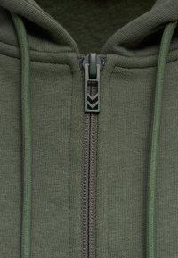 Hummel - HMLNONI  - Zip-up sweatshirt - beetle - 4