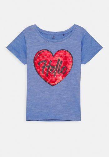 SMALL GIRLS  - Print T-shirt - blue yonder