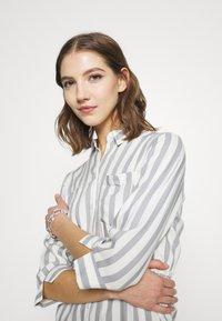 ONLY - ONLTAMARI DRESS - Shirt dress - cloud dancer/silver conce - 3
