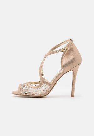 MISA - Sandály na vysokém podpatku - gold