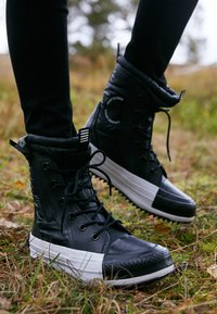 Converse - CHUCK TAYLOR ALL STAR - Winter boots - black/white - 4