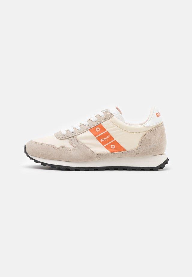 MERRILL - Sneakers laag - beige