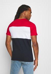 Jack & Jones - JJELOGO BLOCKING TEE - Print T-shirt - tango red - 2