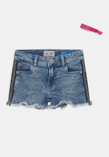 JILLA  - Jeans Shorts - light-blue denim