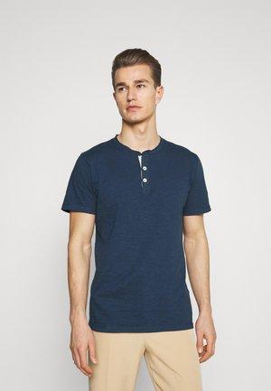 SLHDUKE SPLIT NECK TEE - T-shirt - bas - insignia blue