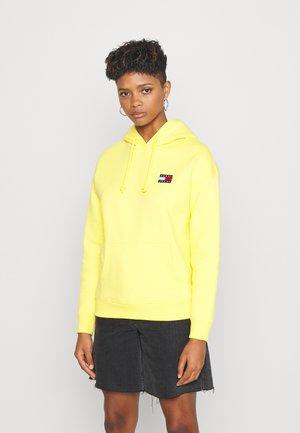 BADGE HOODIE - Hoodie - star fruit yellow