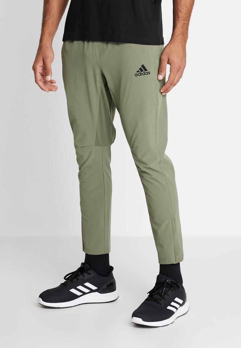 adidas Performance - CITY BASE DESIGNED4TRAINING SPORT PANTS - Pantaloni sportivi - green