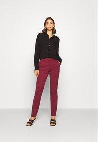 Vero Moda - VMLEAH CLASSIC PANT - Kalhoty - cabernet - 1
