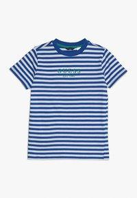 Guess - JUNIOR  - T-shirt z nadrukiem - blue/white - 0