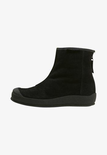 LOKE - Kotníkové boty - black