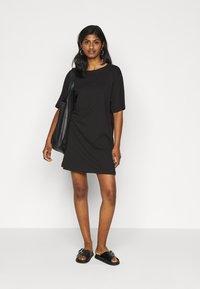 Even&Odd Petite - 2 PACK - Žerzejové šaty - black/dark grey - 1