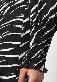 New Look Petite - SHIRRED DETAIL ZEBRA MIDI DRESS - Day dress - black - 6