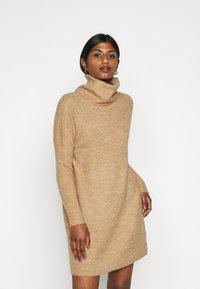 ONLY Petite - ONLJANA COWLNK DRESS - Strikket kjole - beige melange - 0