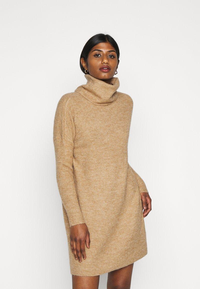 ONLY Petite - ONLJANA COWLNK DRESS - Strikket kjole - beige melange