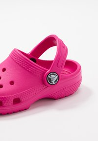Crocs - CLASSIC - Pool slides - candy pink - 2