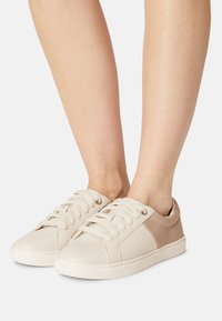 Marks & Spencer London - Trainers - blush - 0