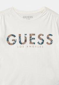 Guess - JUNIOR  - Camiseta estampada - white - 2