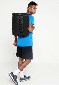 ASICS - COMMUTER BAG - Sports bag - performance black - 1