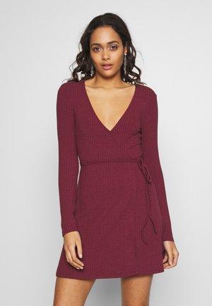 OVERLAP TIE DETAIL MINI DRESS - Jersey dress - burgundy