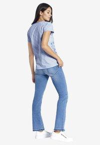 PETER HAHN - Print T-shirt - light blue - 2