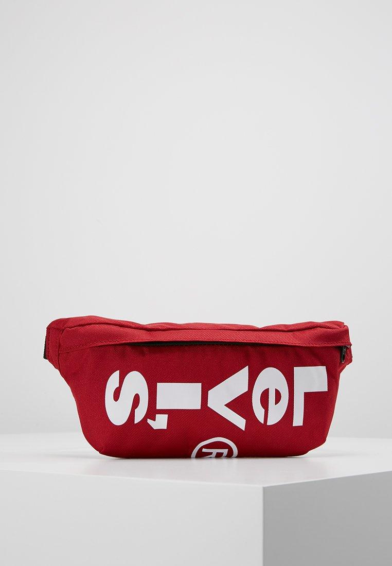 Levi's® - BANANA SLING - Bæltetasker - brilliant red