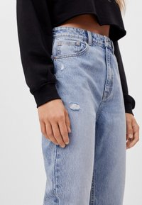 Bershka - MIT UMSCHLAG  - Relaxed fit jeans - blue denim - 3