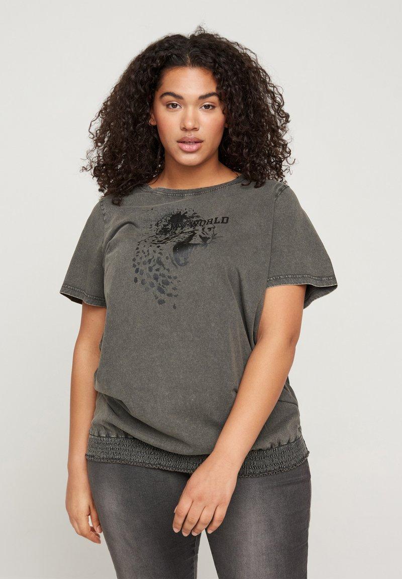 Zizzi - Print T-shirt - dark grey