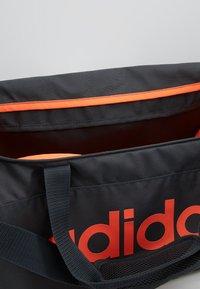 adidas Performance - ESSENTIALS LINEAR SPORT DUFFEL BAG UNISEX - Sportväska - grey six/black/silver grey core - 4