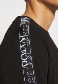 Armani Exchange - JUMPER - T-shirt print - black - 5
