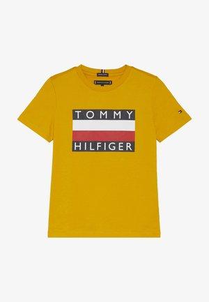 ESSENTIAL TEE - T-shirt imprimé - yellow
