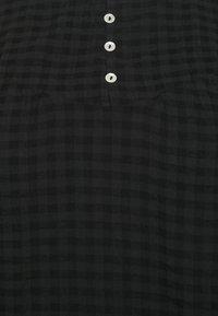 ONLY Carmakoma - CARPELLE LIFE - Bluser - black - 2