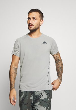 ADI RUNNER TEE - T-shirt z nadrukiem - metal grey