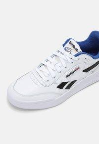 Reebok Classic - CLUB C LEGACY REVENGE  - Sneakers - white/core black/court blue - 6