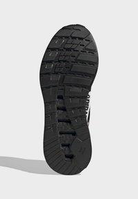 adidas Originals - ZX 2K BOOST SHOES - Trainers - black - 4