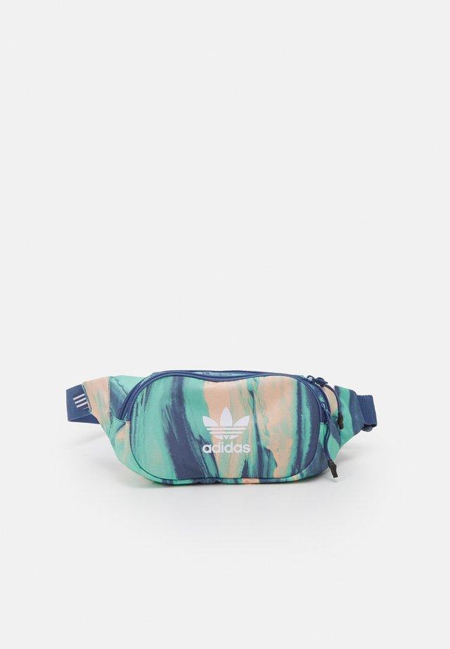 WAISTBAG UNISEX - Ledvinka - vapour pink/crew blue/white
