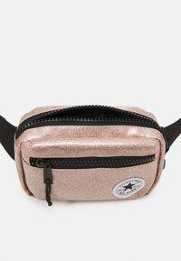 Converse - GLITTER WAIST PACK UNISEX - Across body bag - rose gold - 2