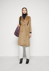 MAX&Co. - SHORTRUN - Klasický kabát - camel - 1